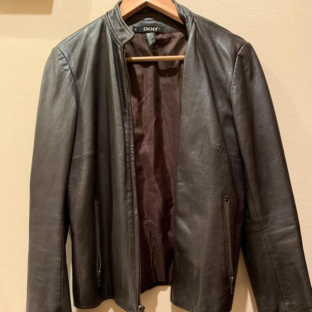 DKNY WOMEN(ダナキャランニューヨークウィメン)の[DKNY] レザージャケット・レディース(チャックあり) レディースのジャケット/アウター(テーラードジャケット)の商品写真