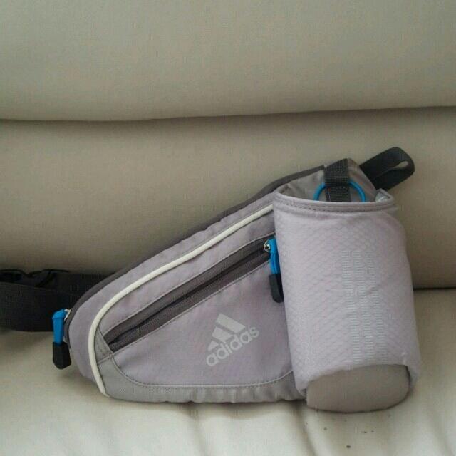 adidas(アディダス)のnana様専用アディダスランニングバッグ レディースのバッグ(ボディバッグ/ウエストポーチ)の商品写真