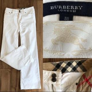 バーバリー(BURBERRY)のBURBERRYバーバリーロンドン 白 ワイドデニム38(デニム/ジーンズ)
