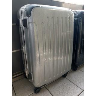 スーツケース(国際線受託標準サイズ)銀色