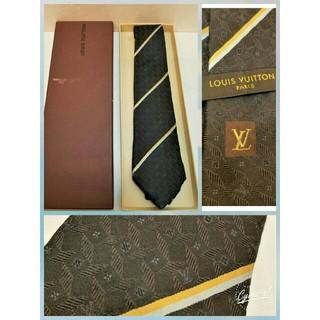 ルイヴィトン(LOUIS VUITTON)のヴィトン正規ネクタLVロゴシルク100%黒ビジネスメンズ1年中okモノグラム柄 (ネクタイ)