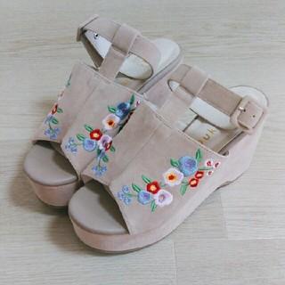 ウィゴー(WEGO)のWEGO 花刺繍サンダル(サンダル)