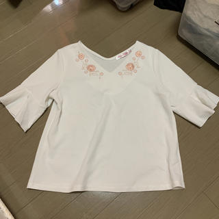 シマムラ(しまむら)の袖フリル  刺繍入り(カットソー(半袖/袖なし))