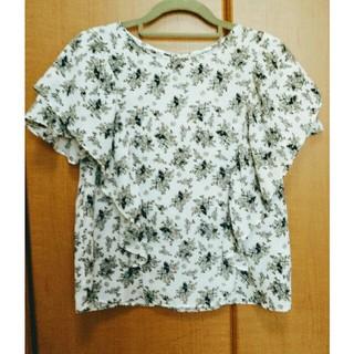ジーユー(GU)のGUジーユー モノトーン花柄カットソー(シャツ/ブラウス(半袖/袖なし))