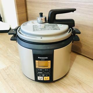 パナソニック(Panasonic)のパナソニック 電気圧力鍋 マイコン式 3.7L ノーブルシャンパン SR-P37(調理機器)