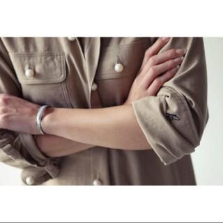 マディソンブルー(MADISONBLUE)のマディソンブルー パールボタンシャツ ベージュ(シャツ/ブラウス(長袖/七分))