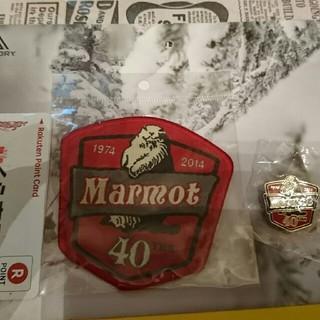 マーモット(MARMOT)のMarmot 40th記念ワッペンとピンバッチ(バッジ/ピンバッジ)