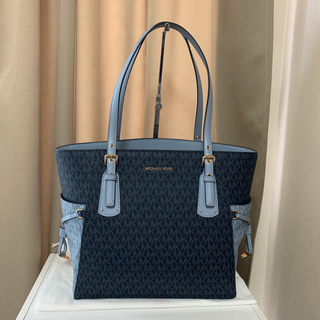 91209420fa05 マイケルコース(Michael Kors)のMichaal Kors East West Voyager Tote(トートバッグ