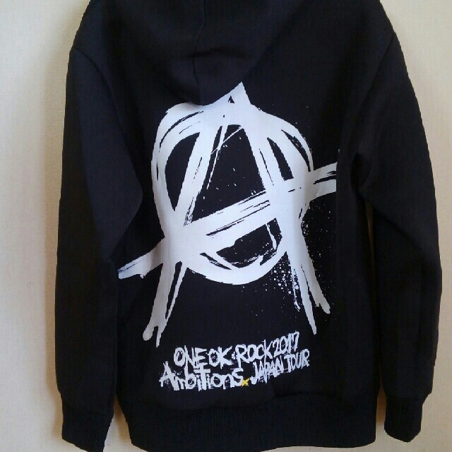 ONE OK ROCK(ワンオクロック)のONE  OK  ROCKパーカー レディースのトップス(パーカー)の商品写真