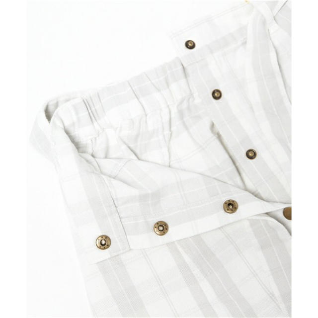 one after another NICE CLAUP(ワンアフターアナザーナイスクラップ)のタグ付き 未使用品 前ボタンデニムスカート レディースのスカート(ミニスカート)の商品写真