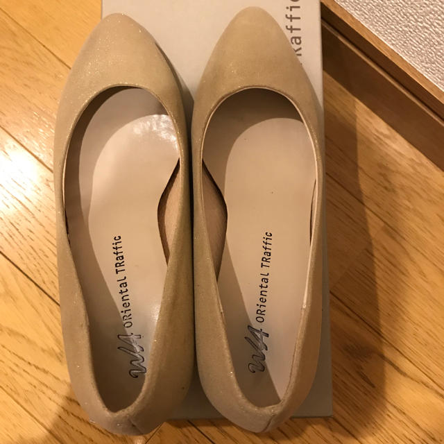 ORiental TRaffic(オリエンタルトラフィック)のオリエンタルトラフィック ゴールド パンプス Sサイズ 美品 レディースの靴/シューズ(ハイヒール/パンプス)の商品写真