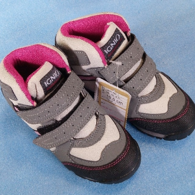 G.T. HAWKINS(ジーティーホーキンス)の新品 イグニオ トレッキングシューズ 19,5センチ 登山靴 レジャースニーカー キッズ/ベビー/マタニティのキッズ靴/シューズ (15cm~)(スニーカー)の商品写真