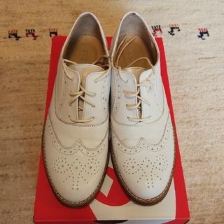 バークレー(BARCLAY)の送料無料★BARCLAY★革靴★ウイングチップ★白★中古美品(ローファー/革靴)