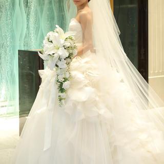 ヴェラウォン(Vera Wang)の【お値下げ中】ヴェラウォン ヘイリー+白サッシュベルト(ウェディングドレス)