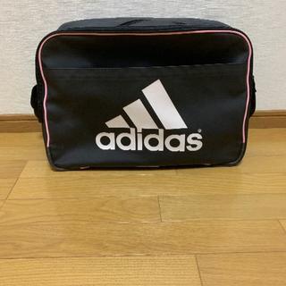 アディダス(adidas)のアディダスショルダーバッグ(黒/ピンク) 通学・部活など(ショルダーバッグ)