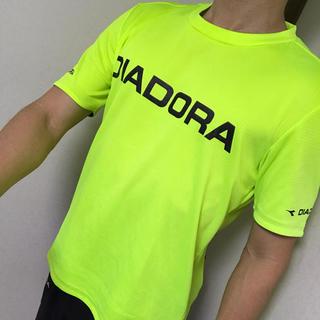 ディアドラ(DIADORA)の複数購入値引きあり!DIADORA Tシャツ 黄 メンズM テニスやランニングに(ウェア)