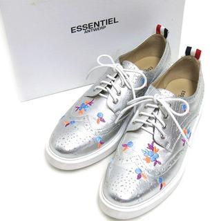 ESSENTIEL ANTWERP 刺繍入り ウイングチップ シューズ (ローファー/革靴)