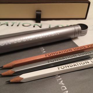 ルイヴィトン(LOUIS VUITTON)の新品パリ限定 ペンケース&鉛筆 Foundation L.V(ペンケース/筆箱)