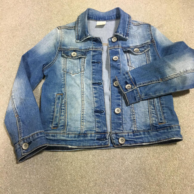 ZARA KIDS(ザラキッズ)のZARAキッズジージャン128 キッズ/ベビー/マタニティのキッズ服 女の子用(90cm~)(ジャケット/上着)の商品写真