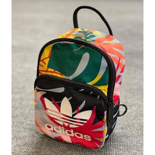 adidas(アディダス)のアディダス オリジナルス  レディース バックパック/リュック レディースのバッグ(リュック/バックパック)の商品写真