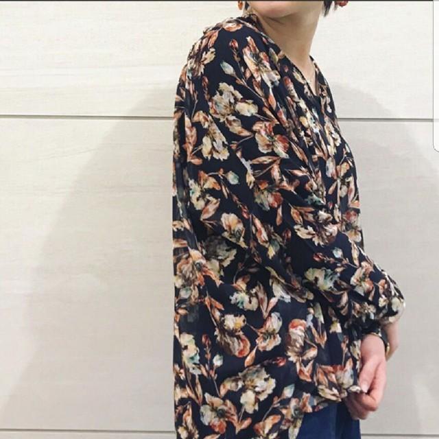 PAPILLONNER(パピヨネ)の花柄シャツ レディースのトップス(シャツ/ブラウス(長袖/七分))の商品写真