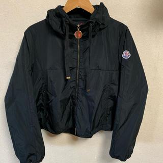 モンクレール(MONCLER)のMONCLER ナイロンジャケット ブラック ショート丈 ブルゾン ロゴ (ナイロンジャケット)