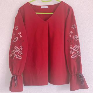 シマムラ(しまむら)のディズニー ブラウス 赤 M 刺繍(シャツ/ブラウス(長袖/七分))