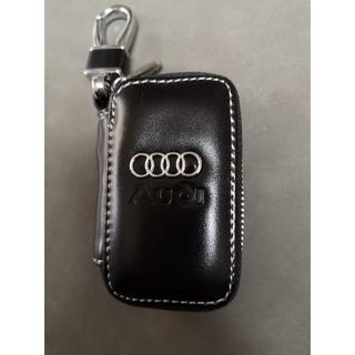 アウディ(AUDI)の人気の定番 美品 アウディ レザー キーケース ブラック(車外アクセサリ)
