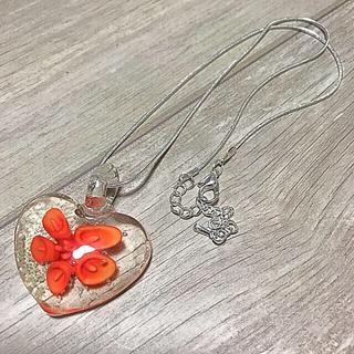 いい香りのプレゼント付き!暗闇で光る! ガラスフラワーペンダント オレンジ(ネックレス)
