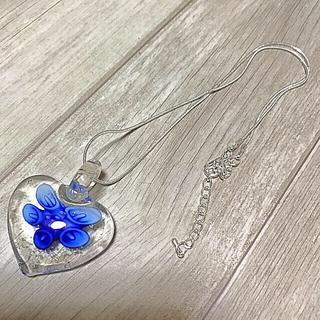 いい香りのプレゼント付き!暗闇で光る!  ガラスフラワー ペンダント ブルー(ネックレス)