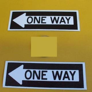 標識「ブリキ製「ONE WAY」(横向・2枚組)屋外可(その他)
