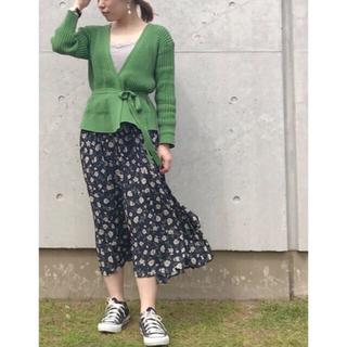 アースミュージックアンドエコロジー(earth music & ecology)のフラワースカート プリーツスカート フラワープリントプリーツスカート(ロングスカート)