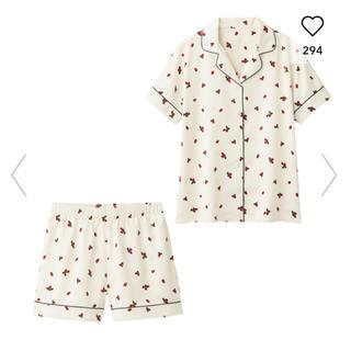 ジーユー(GU)のGU パジャマ 半袖 サテン いちご ジーユー ホワイト 白 (パジャマ)
