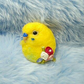 羊毛フェルト セキセイインコ ブローチS 黄色×黄緑(コサージュ/ブローチ)