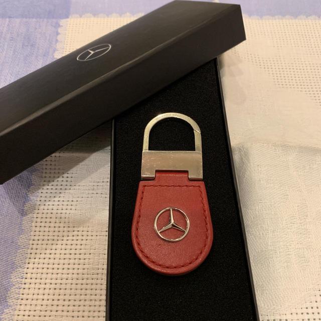 BMW(ビーエムダブリュー)の値下げしました。坂メルセデスベンツ キーホルダー 赤 自動車/バイクの自動車(車外アクセサリ)の商品写真