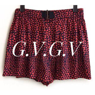 ジーヴィジーヴィ(G.V.G.V.)のG.V.G.V【美品】黒×赤 総柄 キュロット ショートパンツ(ショートパンツ)