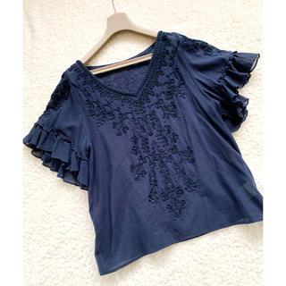 グレースコンチネンタル(GRACE CONTINENTAL)のグレースコンチネンタル 刺繍 スパンコール  袖フレア コットン100 トップス(シャツ/ブラウス(半袖/袖なし))