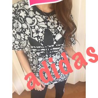 アディダス(adidas)のアディダス♡花柄♡ロゴTシャツ♡(Tシャツ/カットソー(半袖/袖なし))