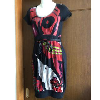 デシグアル(DESIGUAL)のデシグアルの赤×黒半袖ワンピース(未使用品)(ひざ丈ワンピース)