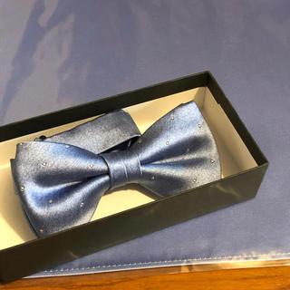 サックスブルーのボウタイとポケットチーフ(ネクタイ)