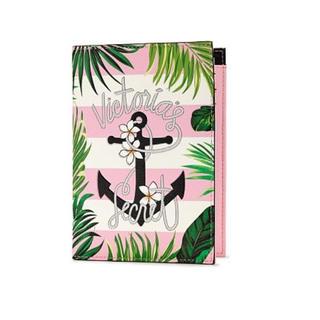 ヴィクトリアズシークレット(Victoria's Secret)の最新作🌺ボタニカル柄パスポートケース 新品タグ付き(その他)