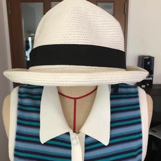 パーリーゲイツ(PEARLY GATES)の23区の帽子   真っ白に黒のリボンでとても可愛いです。(ハット)