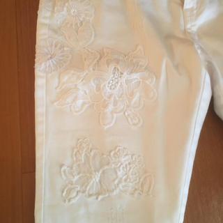 デシグアル(DESIGUAL)のdesigual   ホワイトデニム  刺繍がおしゃれ(デニム/ジーンズ)
