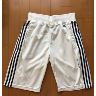 アディダス(adidas)のハーフパンツ(ハーフパンツ)