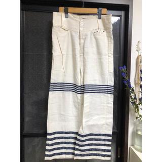 ミナペルホネン(mina perhonen)のミナペルホネン 麻 刺繍 パンツM(カジュアルパンツ)