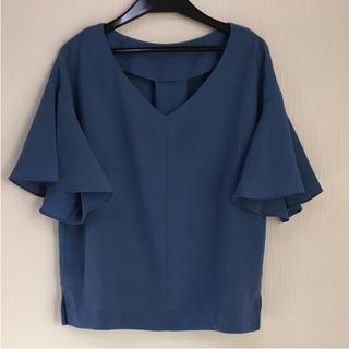 ジーユー(GU)のフリルトップス(シャツ/ブラウス(半袖/袖なし))
