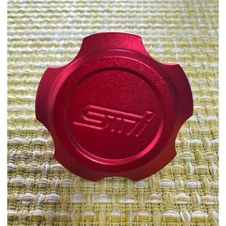 スバル(スバル)の【新品】SUBARU スバル STIロゴ オイルフィラーキャップ 色:レッド(車外アクセサリ)