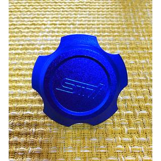 スバル(スバル)の【新品】SUBARU スバル STIロゴ オイルフィラーキャップ 色:ブルー(車外アクセサリ)