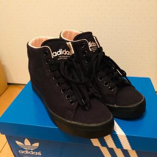 アディダス(adidas)のほぼ新品未使用!アディダス!プラス4cm!インヒールスニーカー!ブラックピンク!(スニーカー)