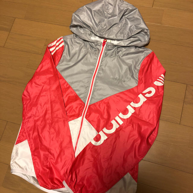 adidas(アディダス)のアディダス ウインドブレーカー ジュニアL レディスS *未使用* スポーツ/アウトドアのトレーニング/エクササイズ(トレーニング用品)の商品写真